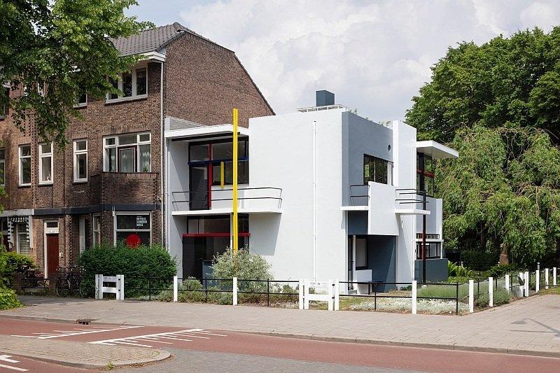 a modern white house, Rietveld Schröderhuis in Utrecht