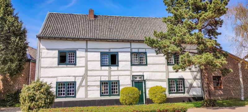 a half-timbered house with green window frames, Mechelen Limburg